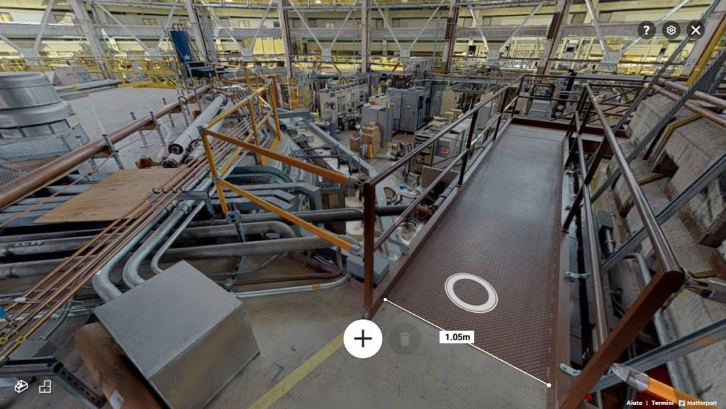 virtual tour Matterport all'interno di un complesso industriale, è mostrata una misurazione presa sulla fotografia